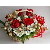 Букеты из живых цветов с конфетами своими  213